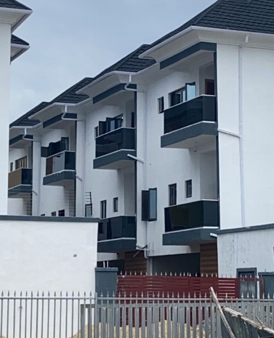 4bedroom Terrace service apartment with 247 light